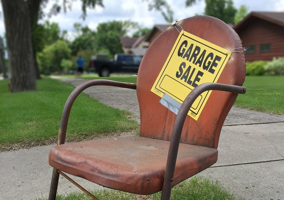 Top 7 Tips For Hosting A Moving Sale Before A Move